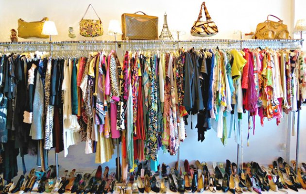 Second hand mania looking for used designer wear and for Designer mobel second hand